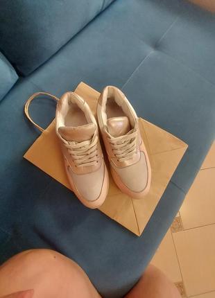 Кроссовки  кожаные 37р