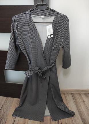 Симпатичное женское платье