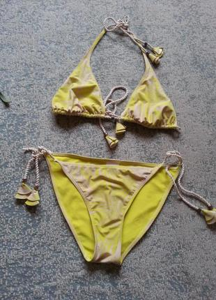 Яркий купальник желто салатового цвета