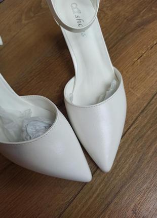 Свадебные белые туфли на толстом каблуке босоножки6 фото