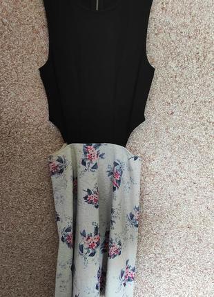 Восхитительное платье с вырезами на талии