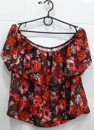 Классная блуза на плечи в цветочный принт