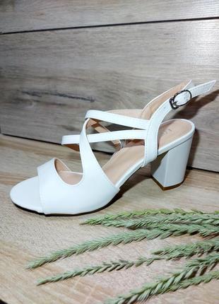 Легкие босоножки 🌿 средний каблук классика сандалии мюли