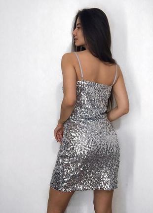 Платье серое серебро серебряное пайетки с чашками