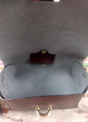 Маленькая кожаная сумочка клатч на цепочке фиолетовая тёмная перламутровая италия8 фото