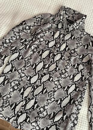 Блуза в змеиный принт new look