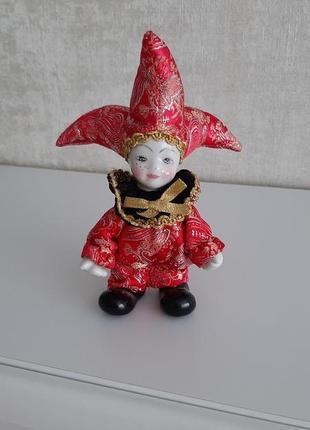 Фарфоровая кукла, шут, клоун