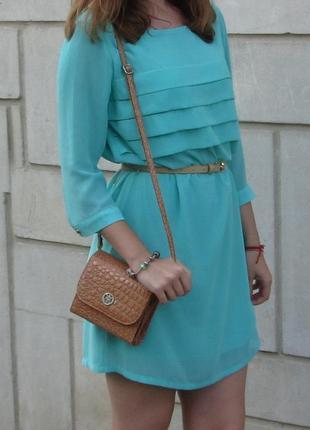 Ніжне плаття м'ятного кольору