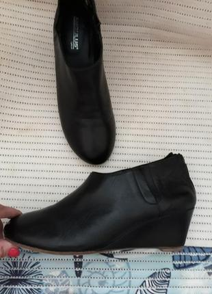 39-40 кожаные туфли бренд