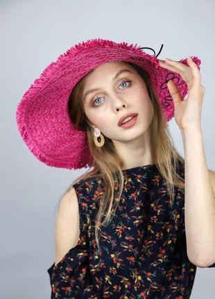 Пляжная шляпа с широкими полями малиновая