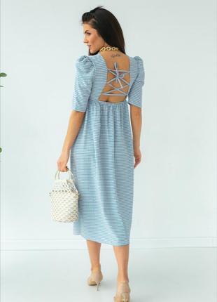 Сукня в клітинку з відкритою спиною