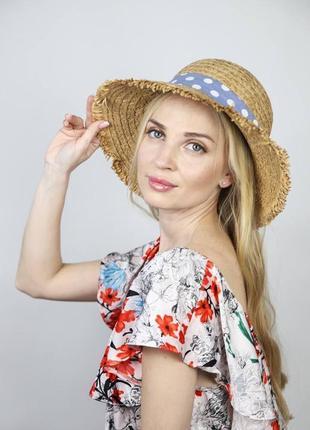 Бежевая пляжная шляпа с голубым бантиком