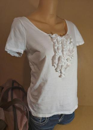 Белая блуза lauren ralph lauren с рюшами. белая футболка с воланами lauren ralph lauren. хлопок