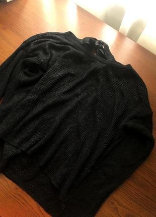 Чёрная блестящая лёгкая кофточка с вырезом и завязками сзади