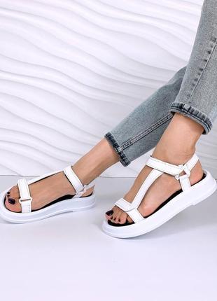 Кожаные сандалии на толстой подошве. наложка
