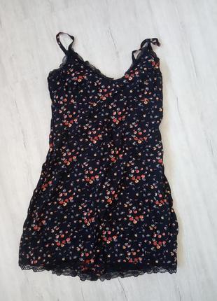 Сукня з мережевом