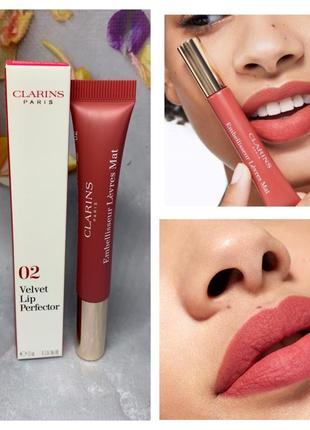 Матовый блеск для губ от clarins velvet lip perfector оттенок velvet red 02