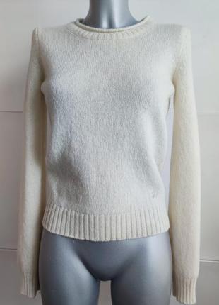 Теплый шерстяной свитер benetton цвета экрю