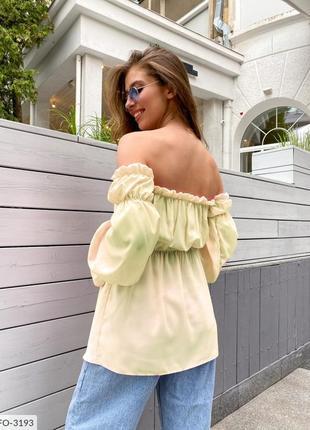 Блуза с открытыми плечами. рукава на резинке.4 фото