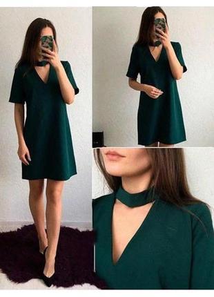 Платье с чокером зелёного цвета