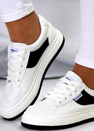 Стильные удобные женские кроссовки на каждый день