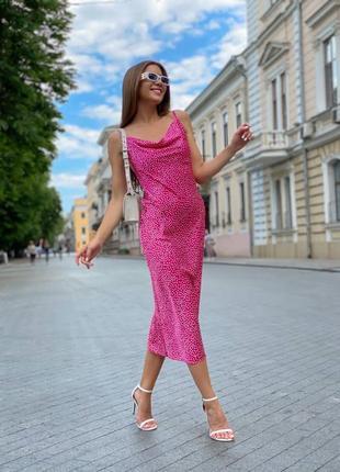 Женское красивое платье в горошек