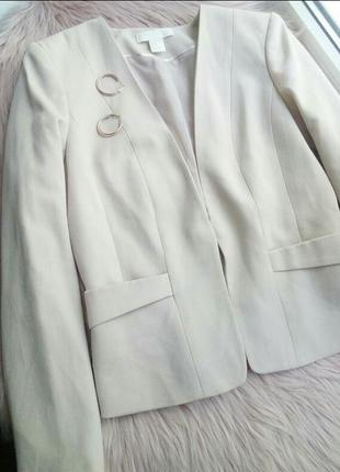 Пудровый жакет пиджак
