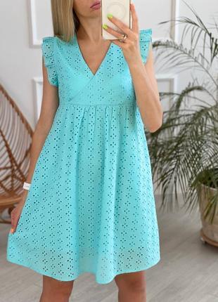 Бирюзовое платье из прошвы свободного кроя