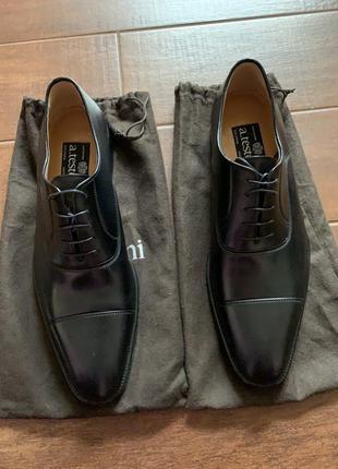 A. testoni туфли