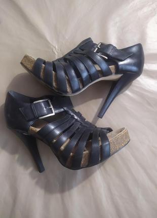 Шикарные туфли-босоножки.натуральнач кожа