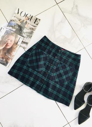Стильная мини юбка с карманами и пуговицами в клетку boohoo