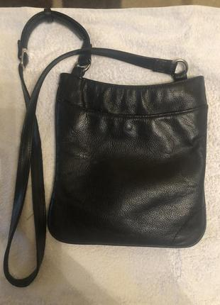 Marks & spencer.черная красивая кожаная сумочка. изготовитель индия