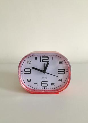 Настольные часы, будильник, красный будильник.