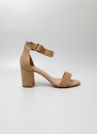 Стильные очень удобные женские босоножки туфли на каблуке, беж