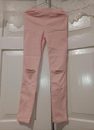 Розовые штаны скини с разрезом на коленках