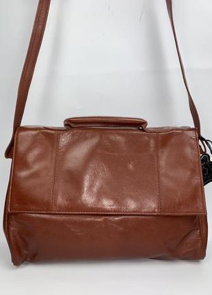 Индия! кожаная фирменная обьемная  сумочка на/ через плечо