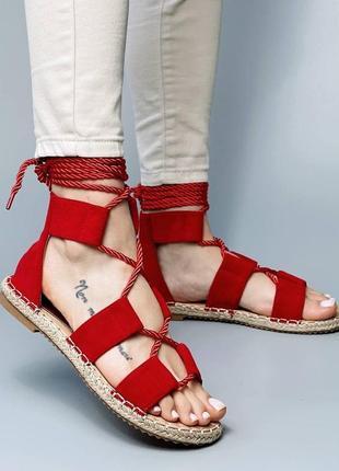 Стильные красные  босоножки на плетённой подошве