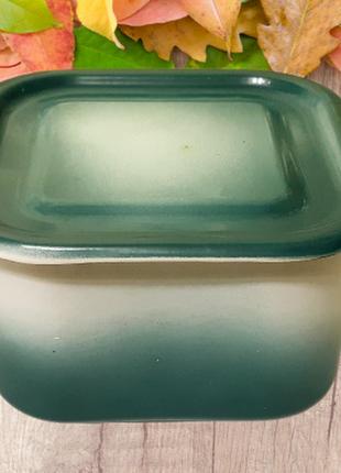 Зеленый глубокий эмалированный винтажный судок без рисунка
