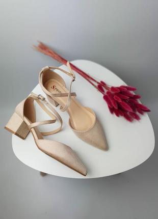 Женские бежевые замшевые босоножки/туфли с острым носом на широком каблуке/экозамш.
