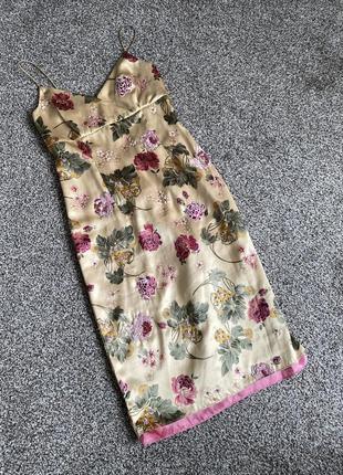 Платье шелк с цветамы