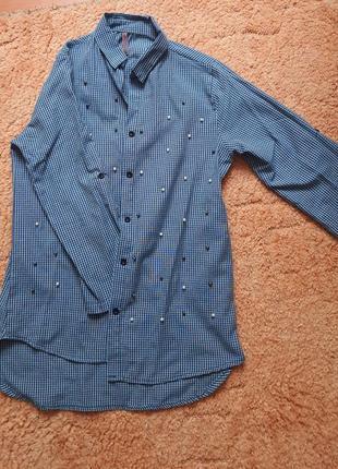 Красивая рубашка с бусинами