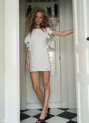 Zara белое платье с кружевной вышивкой