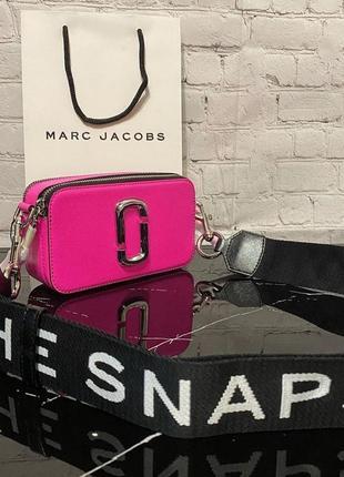 Сумочка marc jacobs snapshot, клатч, натуральная кожа. марк джейкобс, розовый, на длинном ремешке через плечо
