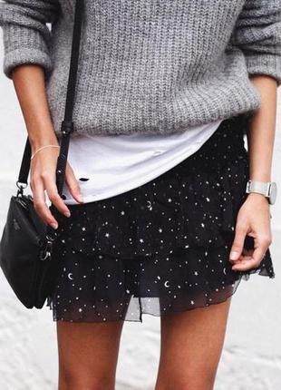 Актуальная черная расклешенная юбка, принт звезды1 фото
