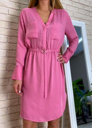 Розовое платье h&m под пояс с рукавами летнее легкое атласное