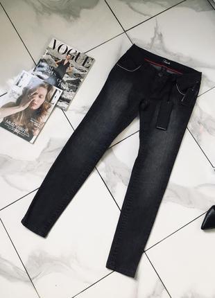 Новые потертые джинсы от fetish - дефект пятна на фото