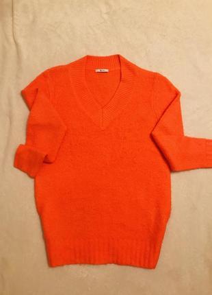 Трендовый свитер tu