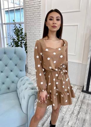 Нарядное платье в горошек с пояском