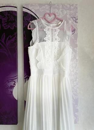 Изумительное платье цвета пломбир