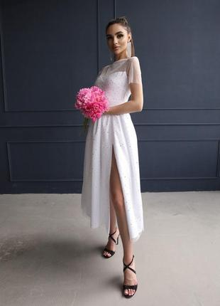 Белое платье-миди с голографическими блестками